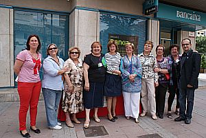 Ajuntament Alaquàs. Prensa. Las Amas de Casa de Alaquàs recaudan fondos para la lucha contra el cáncer