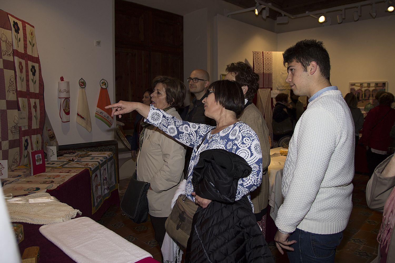 Ajuntament d 39 alaqu s prensa las artesanas de alaqu s exponen en el castell - Trabajo en alaquas ...